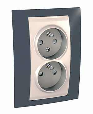 Zásuvka UNICA Plus dvojnásobná, s clonkami, 2 moduly (Marfil-Slate)