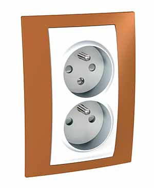 Zásuvka UNICA Plus dvojnásobná, s clonkami, 2 moduly (Polar-Orange)