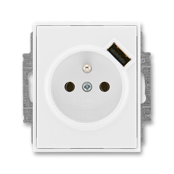 Zásuvka jednonásobná s ochranným kolíkem, s clonkami, s USB nabíjením ELEMENT/TIME bílá/bílá (ABB 5569E-A02357 03)