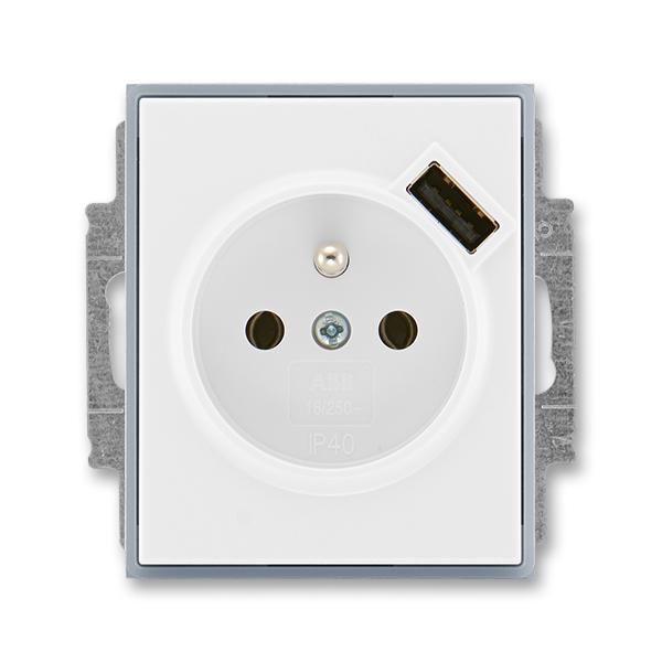 Zásuvka jednonásobná s ochranným kolíkem, s clonkami, s USB nabíjením ELEMENT bílá/ledová šedá (ABB 5569E-A02357 04)