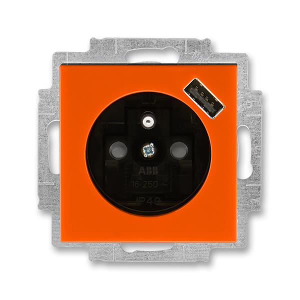 Zásuvka jednonásobná s ochranným kolíkem, s clonkami, s USB nabíjením LEVIT oranžová/kouřová černá (ABB 5569H-A02357 66)