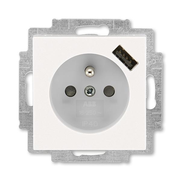 Zásuvka jednonásobná s ochranným kolíkem, s clonkami, s USB nabíjením LEVIT M perleťová/ledová bílá (ABB 5569H-A02357 68)