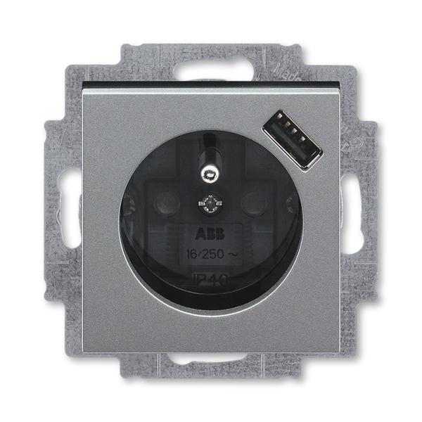 Zásuvka jednonásobná s ochranným kolíkem, s clonkami, s USB nabíjením LEVIT M ocelová/kouřová černá (ABB 5569H-A02357 69)